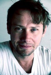 Jimmi Simpson reminds me of Larry Drake in both face and mannerisms.