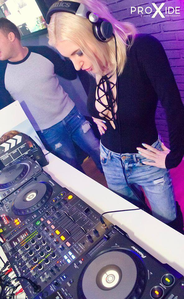DJ Mirjami dancing :)  #mirjami #djmirjami #djanemirjami #djane #mirjami #djing #femaledj #DJ #djette #polskadj #polskadjka #djka #germandj #girl #girls #club #party #gig