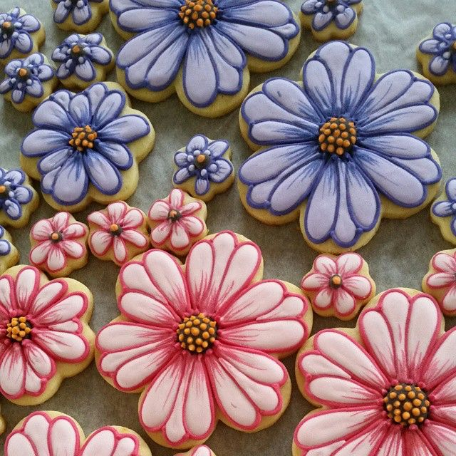 More lovely Mothers Day flowers off the The Flower Shop in Huntly  #ibicci #decoratedcookies #flowercookies #mothersdaycookies #foodgifts
