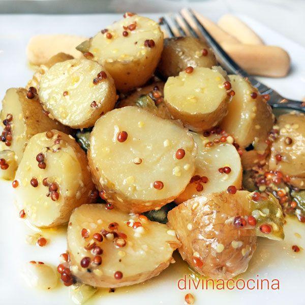 Esta ensalada de patatas a la mostaza es muy fácil de preparar. Puede servirse sola o como guarnición de platos de carne o fiambres fríos.