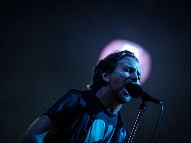 G1 - 'Nosso amor vai para todos em Paris', diz Eddie Vedder em SP ...