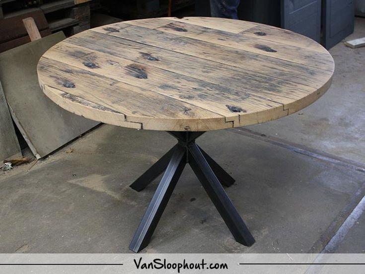 Wagondelen tafel rond met een ster frame! Leuke tafel om met al je gasten rond te  zitten. #sloophout #reclaimedwood #wagondelen #ronde #tafel #tafelblad #staal #frame #wonen #interior #interieur #vtwonen #inspiratie #home #living #horeca #kantoor #meubels #hout #furniture #wood #robuust #industrieel #industrial