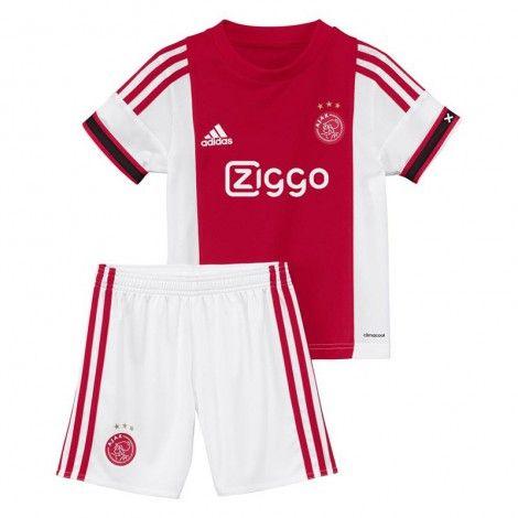 Deze @adidas #Ajax #minikit thuis bestaat uit een Ajax thuis shirt en short en is geschikt voor de jongere Ajax-fans.