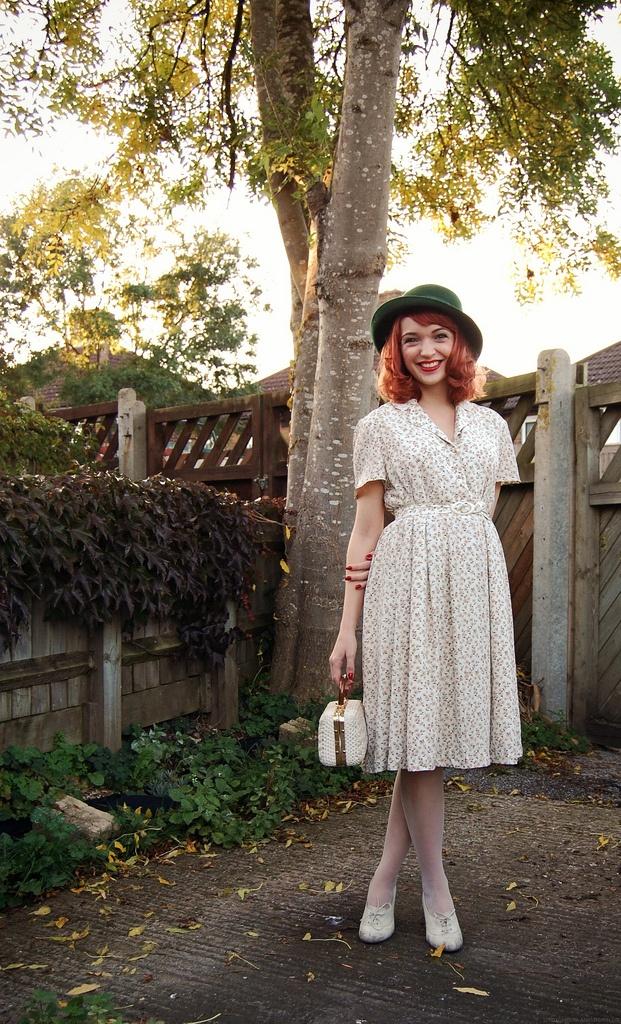 Summer dress hats 1940s