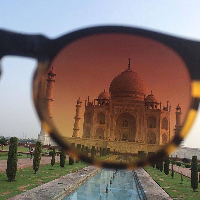 #mytajmemory There are many ways of true love... #tajmahal #agra #india #aixovaenserio #beautifuldestinations #deepak #7wondersoftheworld by fresisui13 #IncredibleIndia #tajmahal