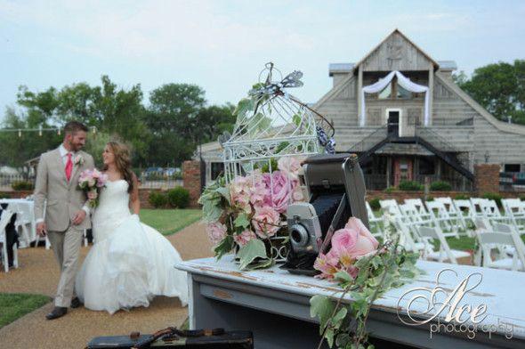 Theme Wedding Ideas – Vintage Themed Wedding