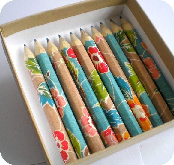 Crayon papier décorés de papier japonais katazomeshi.
