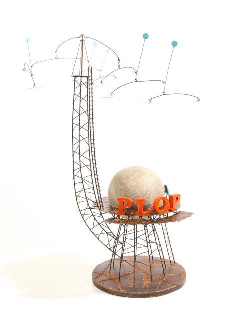 """Przy okazji trwającej w Dagart Galerie wystawy prac Jacka HAZUKI """"PARYSKI SPACER"""", macie Państwo okazję po raz kolejny oglądać rzeźby Frédérica LAVAUD. Twórczość francuskiego artysty wciąż cieszy się dużą popularnością. Na wystawie prezentujemy siedem wyjątkowych prac. Zapraszamy.  Frédéric LAVAUD """"PLOP"""" 87 cm, metal/beton, 2016"""