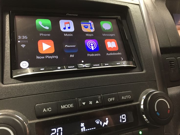 Honda CRV gets the Pioneer Car treatment with a brand new AVIC-F70DAB Digital Radio touchsceen DVD player complete with Apple Car Play & Android Auto support. A reversing camera completes the package...