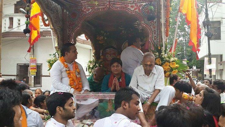 परम् आराध्य श्री जगन्नाथ महाप्रभु की विश्व प्रसिद्ध रथ यात्रा के सुभ अवसर पर सभी देशवासिओ की हार्दिक सुभकामनाए।पुरे देश में बड़े धूम धाम से जगन्नाथ महाप्रभु की यात्राए निकाली जाती है और लाखो श्रद्धालु इसमें भाग लेते है।कमला नगर दिल्ली में पिछले 10 वर्षो से लगातार हजारो श्रद्धालु यात्रा में भाग लेते है और जगह जगह पुरुष और स्त्रिया अपने इष्टदेव की पूजा करते है और प्रशाद बाटते है।कमला नगर में जगन्नाथ महाप्रभु की यात्रा में भाग लेते हुऐ।