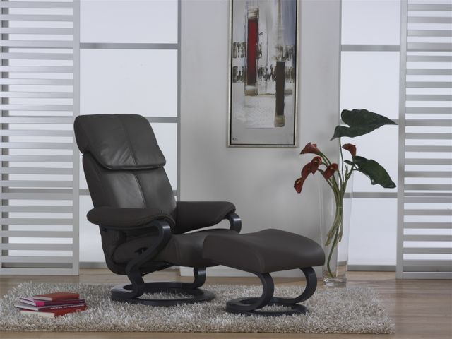 relax chair from himolla 39 s zerostress range full high. Black Bedroom Furniture Sets. Home Design Ideas