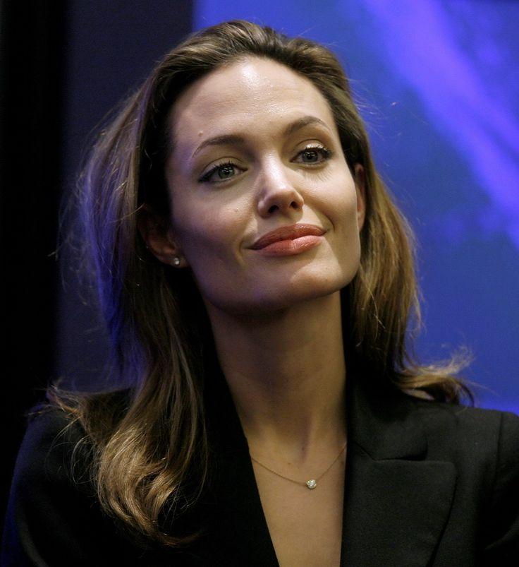 Angelina Jolie - Clinton Global Initiative Event - Photo 11