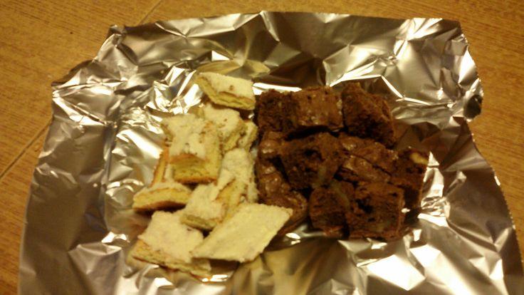 Dolcetti al cocco e al cioccolato fondente con noci