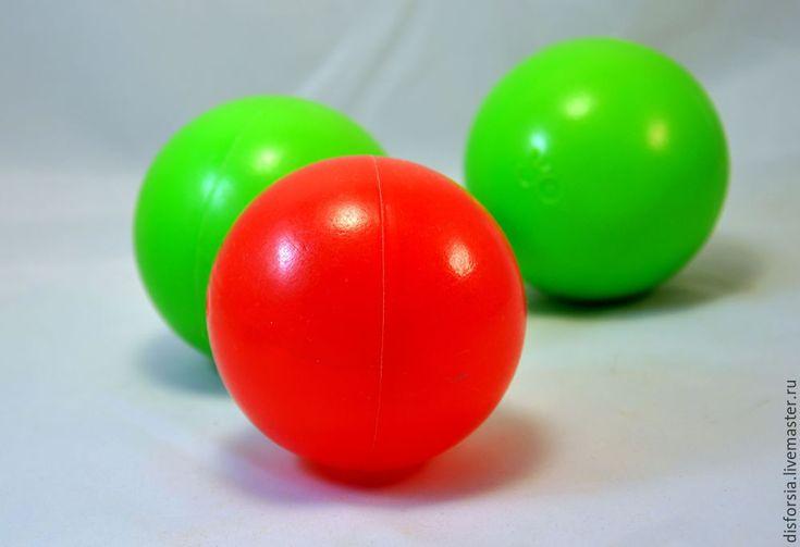 Вторая жизнь пластиковых шариков для детского сухого бассейна, или Как сделать бюджетные ёлочные украшения - Ярмарка Мастеров - ручная работа, handmade