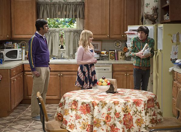 A blackout at Mrs. Wolowitz's home leads to a final family dinner in her honor, on THE BIG BANG THEORY, Thursday, March 12 (8:00-8:30 PM, ET/PT), on the CBS Television Network. Pictured left to right: Kunal Nayyar, Melissa Rauch and Simon Helberg Photo: Neil Jacobs/CBS ©2015 CBS Broadcasting, Inc. All Rights Reserved