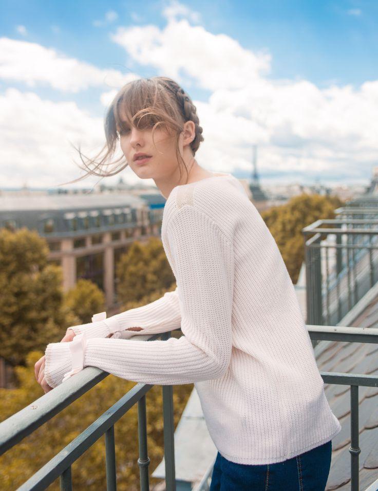 Le pull ISOBEL La Petite Étoile au top pour sortir prendre un l'air en bord de Seine pour un look romantique chic !
