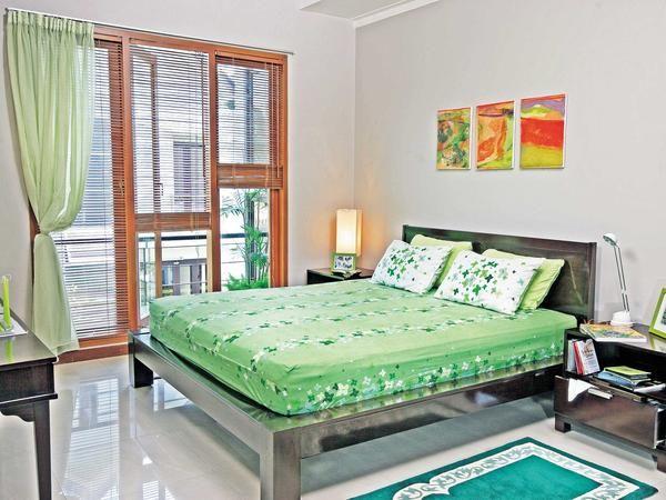 Green Leaf On a Bed -  http://www.ideaonline.co.id/iDEA2013/Interior/Furnitur/Sejuk-dengan-hijau-daun-pada-kamar-tidur