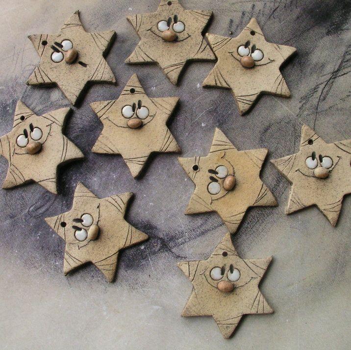 Hvězdička+Ozdůbka+o+průměru+6,5+cm.Dirka+vám+umožní+různá+použití.Jako+ozdůbka+na+dárek,na+láhev,na+výroby+PF+nebo+pověšení+na+vánoční+stromek....no+však+vy+na+něco+přijdete!!!!!+Foto+je+ilustrační,hvězdičky+se+mohou+trochu+lišit.