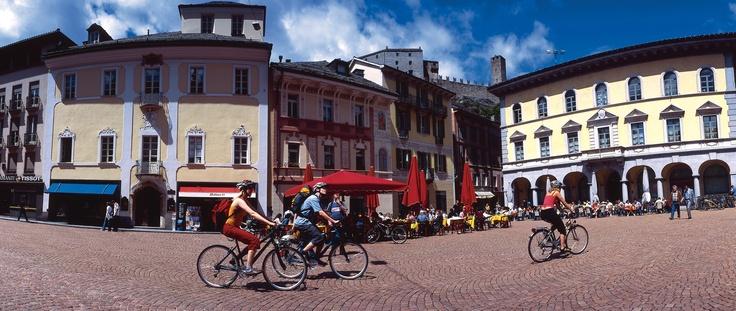 Regular day  @Piazza Collegiata, Bellinzona