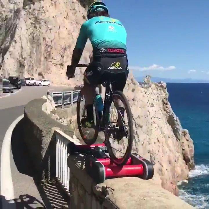 Do rollers make you nervous? THIS IS NEXT LEVEL!   VIDEO ▶ https://www.facebook.com/BikeRoar/videos/1394304333951732/?utm_content=buffere490d&utm_medium=social&utm_source=pinterest.com&utm_campaign=buffer.   #vittoriobrumotti #bicycle #rollers #training #ciclismo #skills