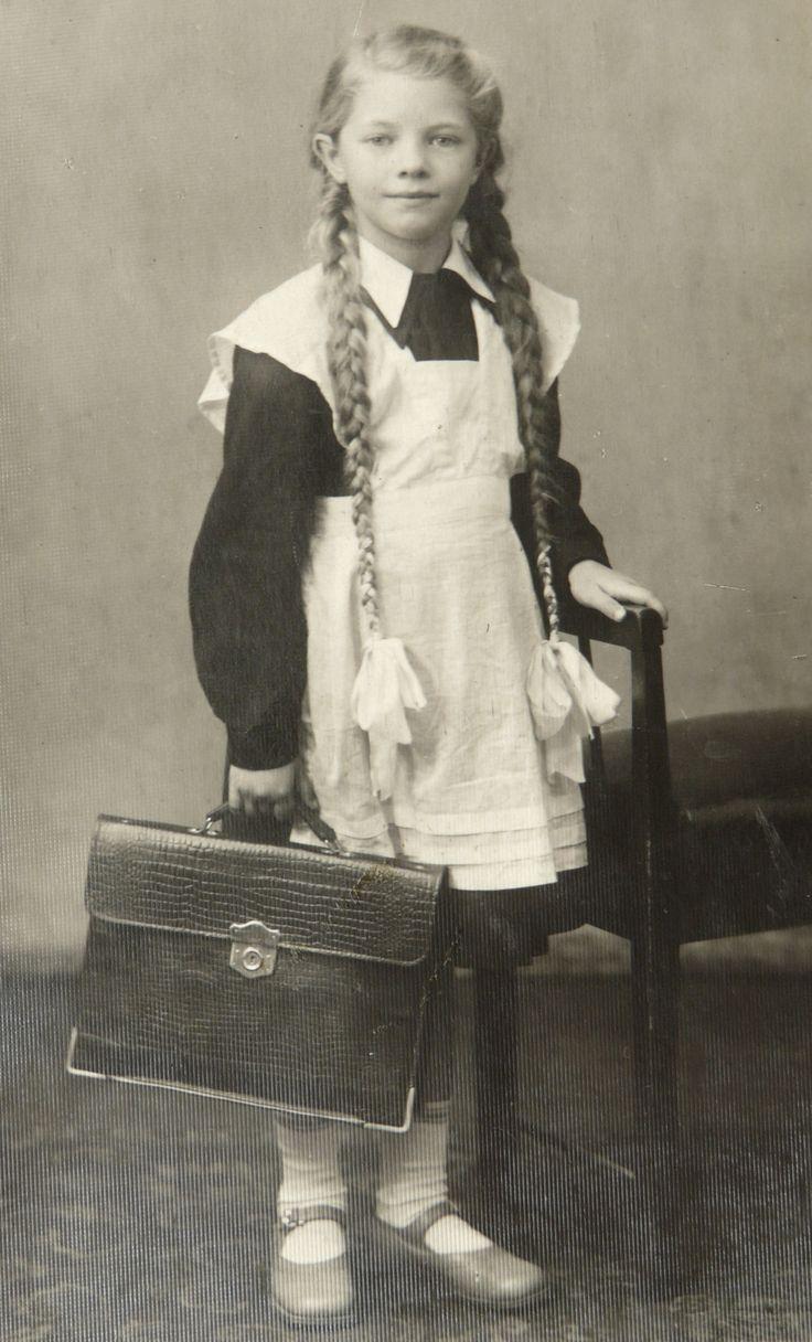 Soviet schoolgirl (uniform ) ШКОЛЯРКА !!! (перший клас) м.Харків, пр.60-ті.