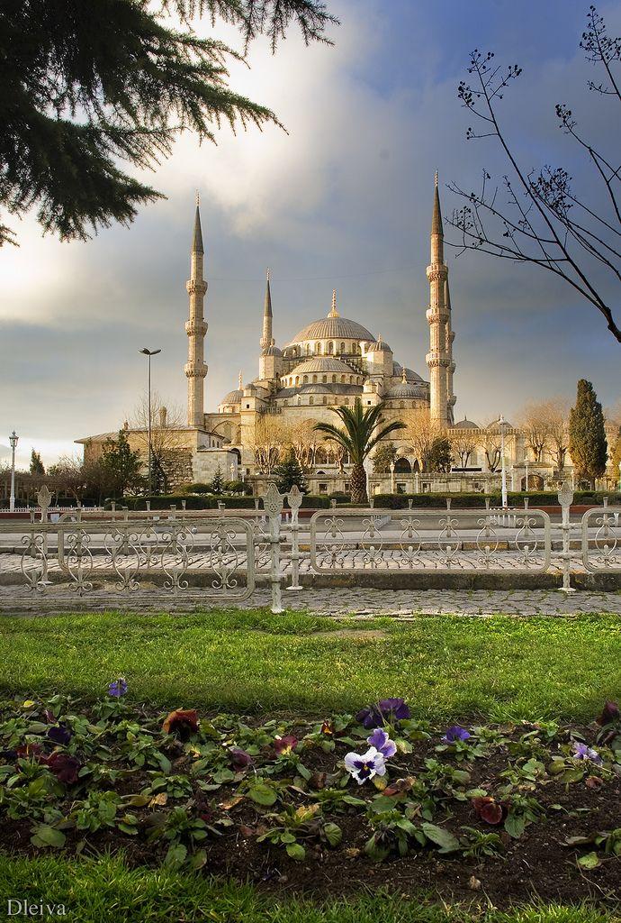 breathtakingdestinations: Sultan Ahmed Mosque - Istanbul - Turkey (von dleiva)
