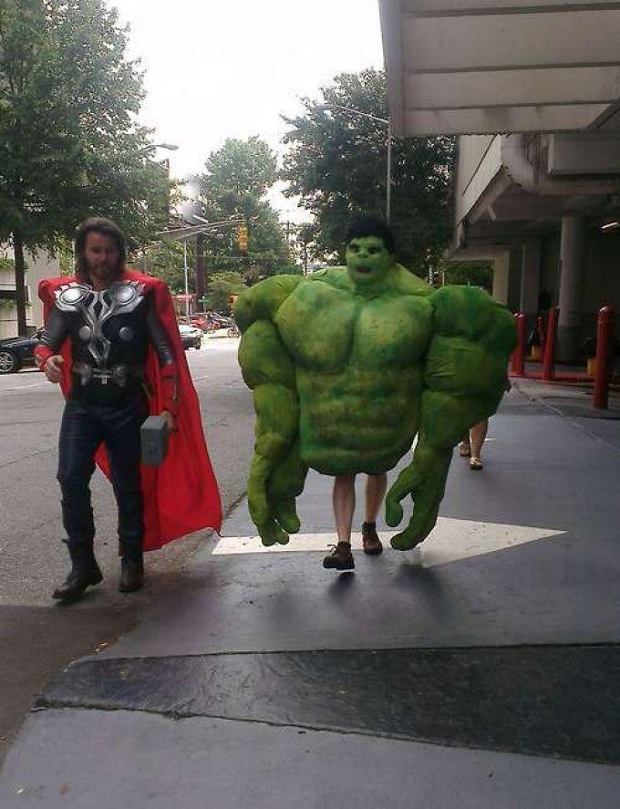 Hulk necesita hacer ejercicio de piernas. Más en http://www.lasfotosmasgraciosas.com