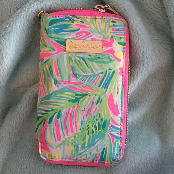 Lily Pulitzer wallet/phone holder Lightly used super cute Lilly Pulitzer wallet that can hold your phone too!! I added a clip on wristlet as well!! Lily Pulitzer Bags Wallets