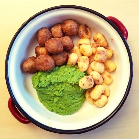 10 Minute Meal – Pan Fried Gnocchi with Chicken Meatballs and PeaPuree