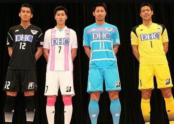 Maillot Sagan Tosu 2017 2018  Le nouveau Maillots de foot Sagan Tosu domicile 2017 2018 pas cher est dans le club très distinctif bleu clair, rose et blanc.