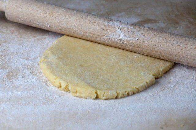La pasta frolla all'acqua è una variante della ricetta classica decisamente meno calorica. Ecco come prepararla