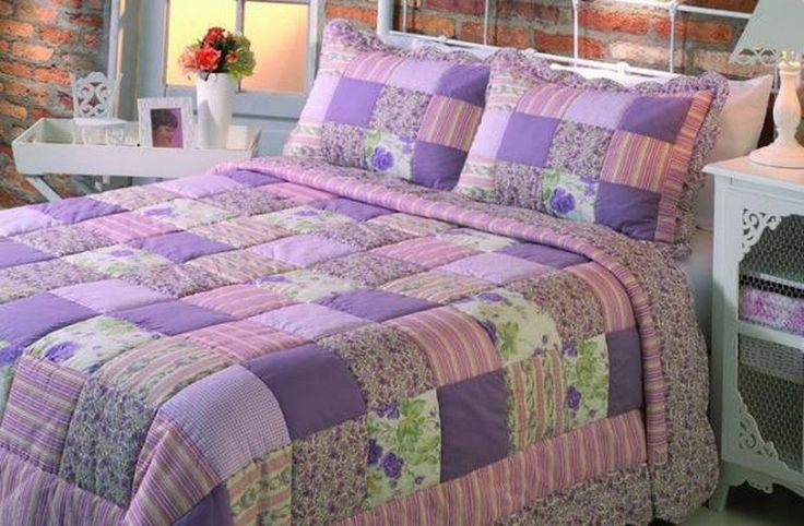 Trabalho artesanal feito com retalhos rende colchas bonitas e com decorações exclusivas para a roupa de cama do seu lar Se antigamente o...