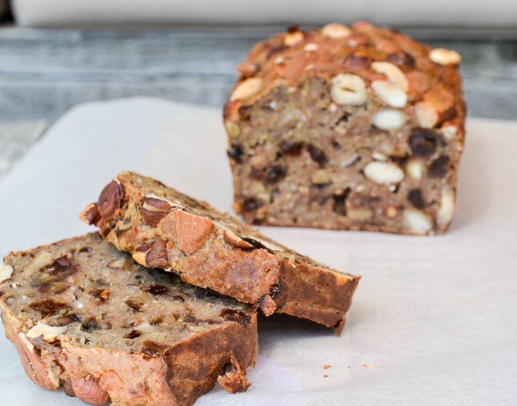 Share this on WhatsAppOok zo gek op brood?Probeer dan eens dit quinoa notenbrood, weer eens wat anders dan gewoon brood of bananenbrood en erg lekker met een plakje kaas, jam, of natuurlijk om zo op te eten!  Wat heb je nodig? 80 gr boekweitmeel 3 eieren 200 gr gekookte quinoa 100 gr grof gehakte …
