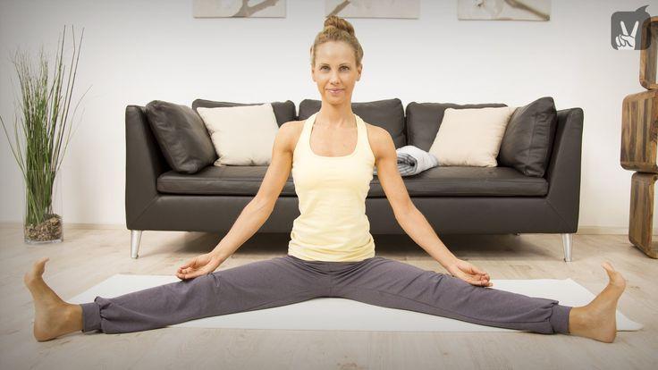 Faszien Yoga ist ein Geheimtipp, denn dieses Training für Anfänger kann zum Beispiel Beschwerden im Rücken entgegen wirken und ist sehr effizient für das Bin...