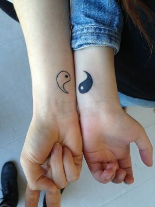 I'm soooo getting this with my best friend. I call Ying! (Black with the white dot)