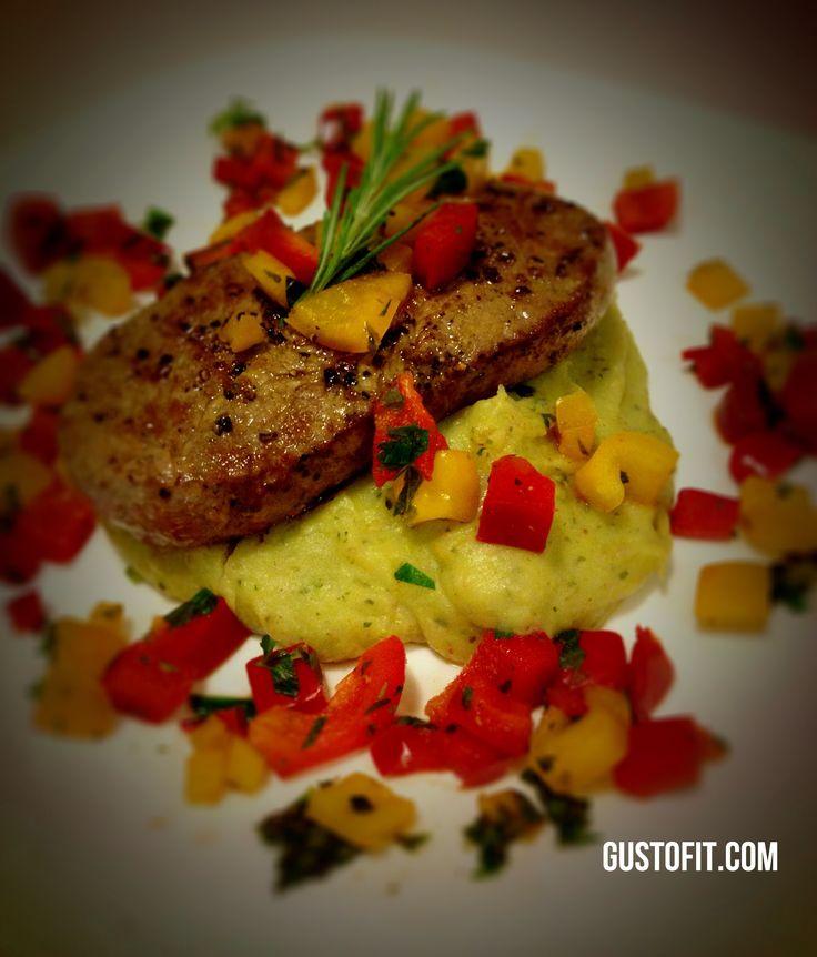 Fesleğen ve Kaparili Püre Yatağında New York Strip Steak
