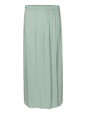 Minty green maxi skirt from VERO MODA. This skirt is perfect for a day at the beach. #veromoda #summer #skirt #fashion #style
