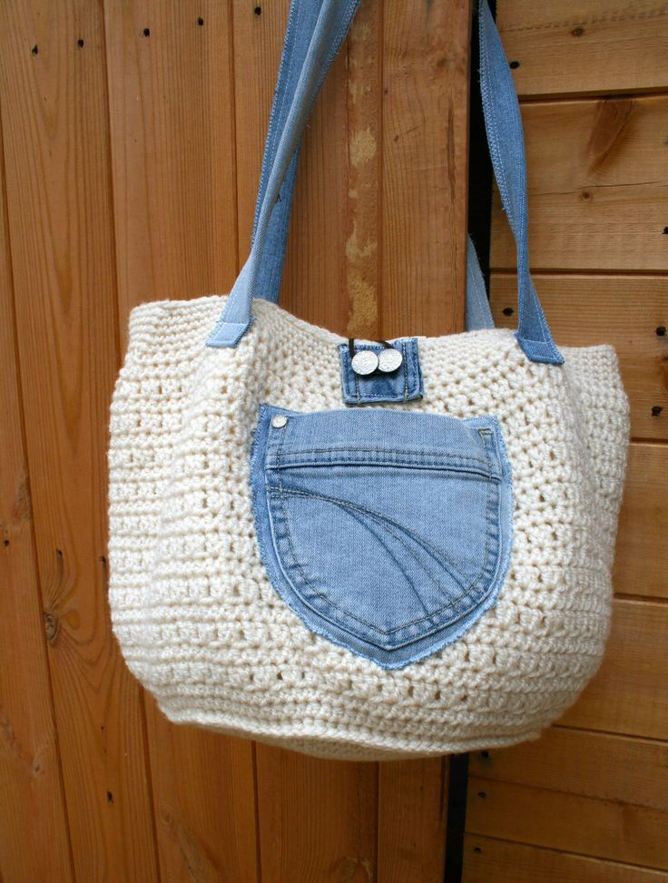 Crochet bag pattern with up cycled jeans - love this idea of a fabric pocket on the outside!