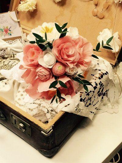 Vintage csokor, rózsaszín és fehér virágokból: bazsarózsa, boglárka, rózsa. Variálható csokor.