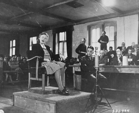 일제 코흐(독일어: Ilse Koch, 1906년 9월 22일 - 1967년 9월 1일)는 부헨발트 강제 수용소장을 지낸 카를 오토 코흐의 부인으로, 수용자들에게 성적 학대를 가했고 수용자의 사체의 피부를 수집하여 전등의 갓으로 만드는 등의 기행을 했다. 부헨발트의 마녀 등의 별칭으로 불렸으며 제2차 세계 대전 종전 이후에 서독 법정에서 종신형을 선고받고 아이하흐에 있는 교도소에서 복역 도중에 자살했다.