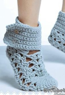 Download our free blue crochet lace socks with buttons pattern in pdf and the step by step tutorial on how to make it easily and fast. Tips for beginners