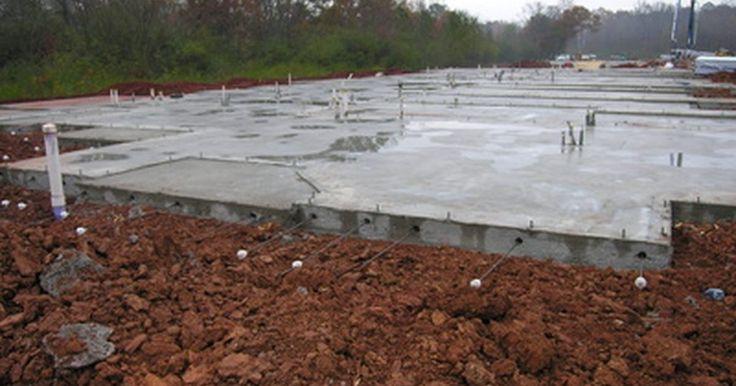 Cómo estimar el coste de una losa de cemento. Cómo estimar el coste de una losa de cemento. Una losa de cemento podría ser utilizado como una base para un patio o una nave, o simplemente podría ser utilizado para terminar un suelo base. No importa para qué la vas a usar, la construcción base de la losa es la misma en la mayoría de los usos residenciales. Al entender cómo se construye la losa ...