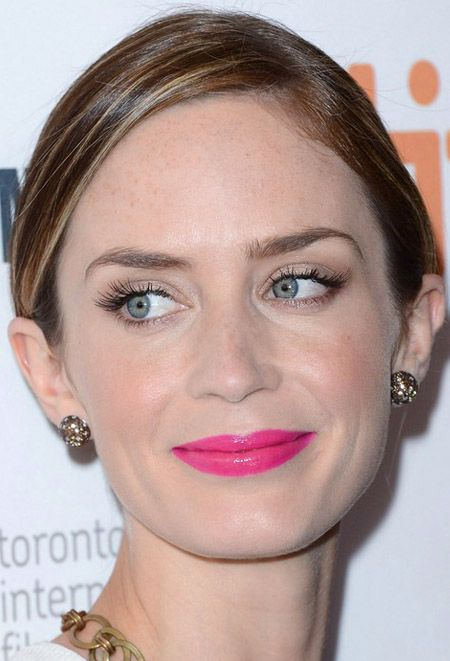 incredible magenta lip, delicate champagne-beige shadow plus flirty lashes. Emily Blunt