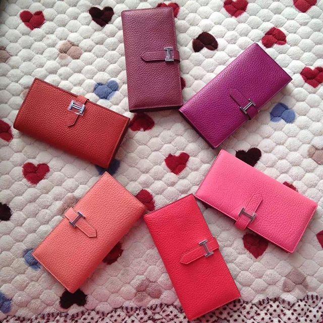 【only_you316】さんのInstagramをピンしています。 《LINE ID: aimee.319 DMよりラインの方が早いです。 2つ以上の購入は追加割引可能。 基本付き品:1。財布 : 専用箱、専用袋、Gカード、該当ブランドのショッパー 2。バッグ : 専用袋、Gカード、該当ブランドのショッパー #chanel#シャネル#パロディ#ルブタン#dior#ルイヴィトン#夏#雨#ラブ#グッチ#サンダル#靴#スニーカー#コピー品#バーキン#エルメス#サンローラン#セリーヌ#ラゲージ#クロムハーツ#バレンシアガ#東京#j12#大阪#カルティエ#ロレックス#時計#旅行#海#フェンディgg hermes》