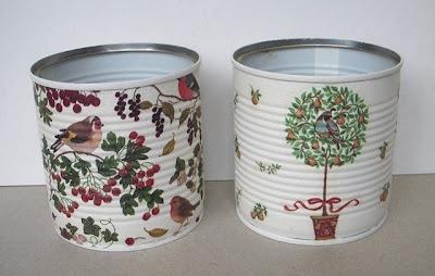 boites de conserve, peinte, serviettes en papier et vernis colle .