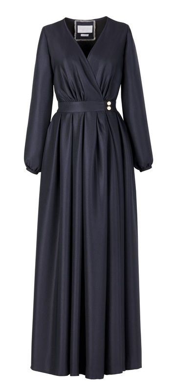 Eid Ul-Fitr is about to take place and pretty much all brands have already rolled out their Eid collections, capsules and/or special editions. This year we are deciding between the abaya(overgarment), who has gone through some bodily changes in the past c