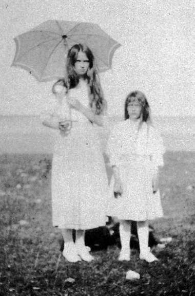 Grand Duchess Olga Nikolaevna Romanov holding an umbrella with her youngest sister Anastasia Nikolaevna Romanov.