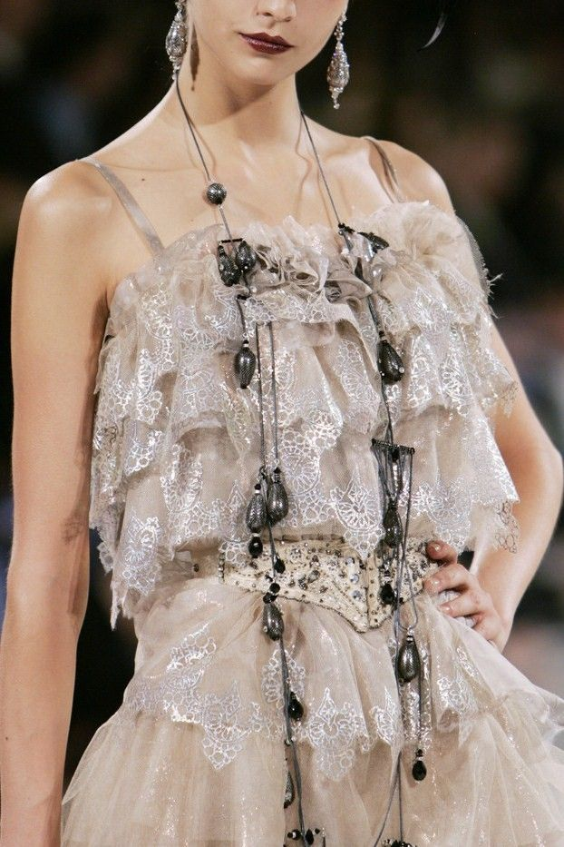 124 best images about haute couture on pinterest harpers for Couture vs haute couture