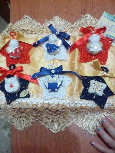 Addobbi natalizi con aplicazioni di gessetti profumati