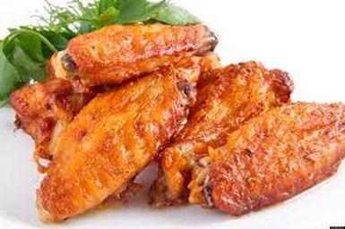 1kg e 300g de asas de frango 1 colher de sopa de manteiga Marinada: 1/3 de xícara de shoyu 1 colher de chá de molho inglês 1/4 de xícara de m